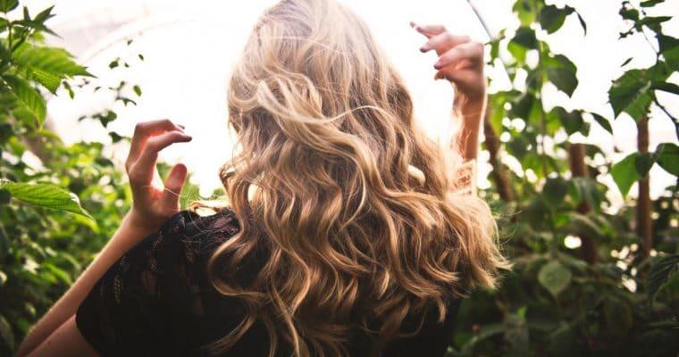 """<span style='font-size:18px;'>Dime cómo es tu pelo y te diré qué mascarilla capilar natural (sin siliconas ni sulfatos) usar</span> <p class='subtitulo'>Tu cabello merece lo mejor y por eso deberías empezar a darle ya el """"alimento"""" que merece</p>"""